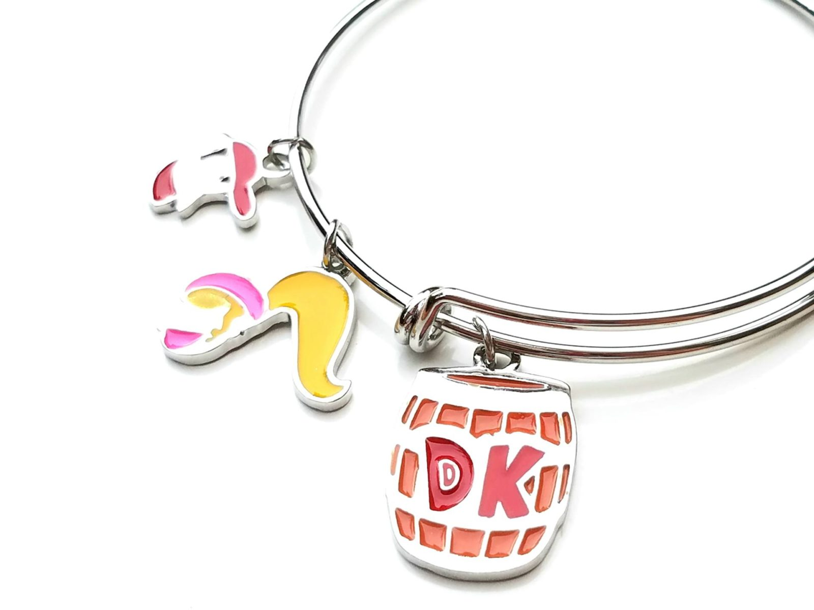September 2016 gamer girl monthly unboxing donkey kong bracelet
